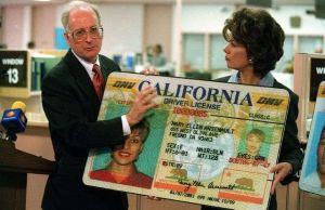 Buscan revocar ley que permite que personas indocumentadas obtengan licencia de conducir en California