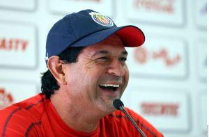 Saturnino Cardozo, técnico de Chivas, se burla de la riqueza del Cruz Azul