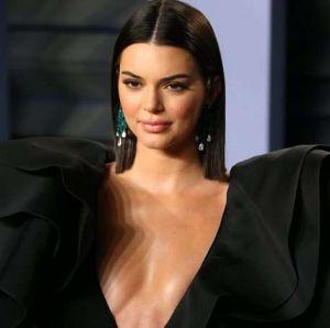 Vídeo: Kendall Jenner y su atrevido latex rojo