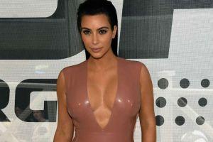 Foto: Kim Kardashian presume cuerpazo de infarto con diminuto bikini blanco