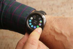 El Samsung Gear Sport es un reloj inteligente de diseño compacto y bonito