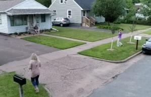 Dos vecinas enfrentadas descubren que en realidad son hermanas que fueron separadas