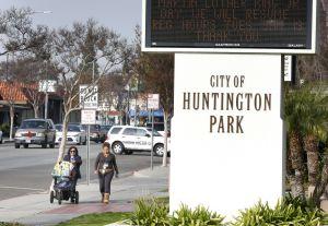 Policía de Huntington Park se deslinda del arresto de inmigrante que por orinar en la calle, cayó en manos de ICE