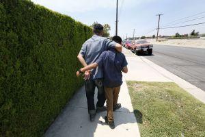 Padre e hijo se reencuentran en Los Ángeles después de una separación de casi tres meses en la frontera