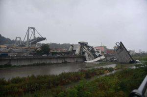 VIDEO: Se derrumba puente en Génova, hay decenas de muertos