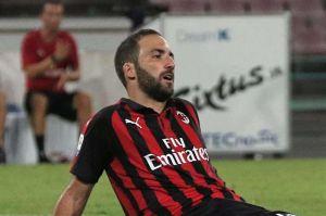 El Milán le aplica novatada a Higuaín y lo pone a cantar 'Despacito'