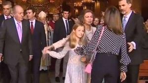 Video: Las reinas Letizia y Sofía hacen las paces y se van de compras