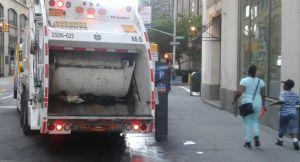 Acusan de estafa a latino por usar placas de auto sacadas de la basura en Nueva York