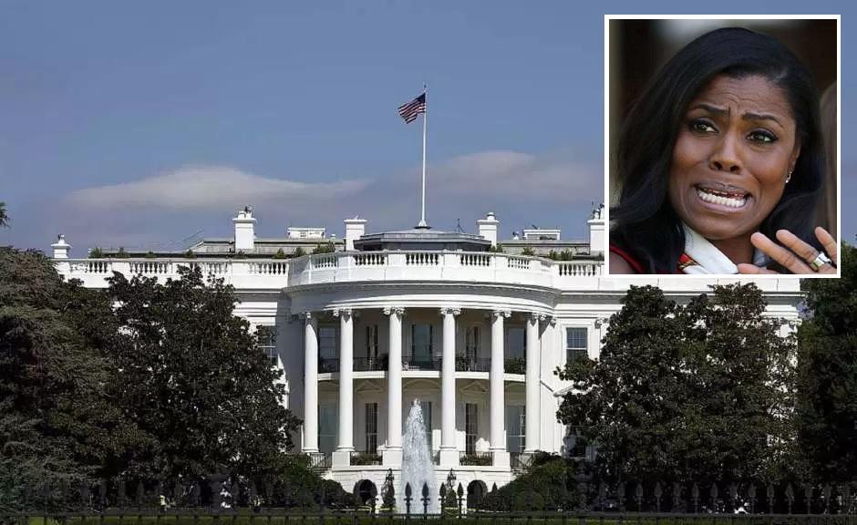 Exasesora de Trump causa terror en la Casa Blanca por más grabaciones