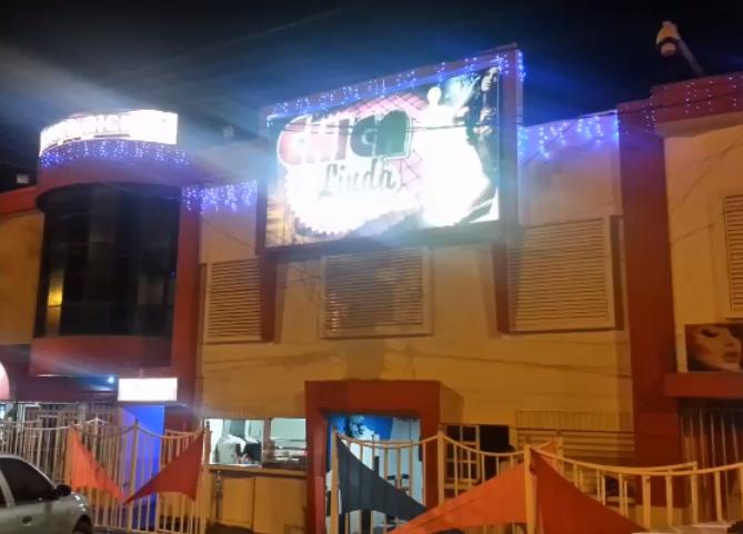 El video del operativo en burdel de Cartagena en el que prostitutas tenían sexo en tarima