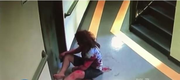 Cuidadora latina es acuchillada por nieto de la señora que atendía