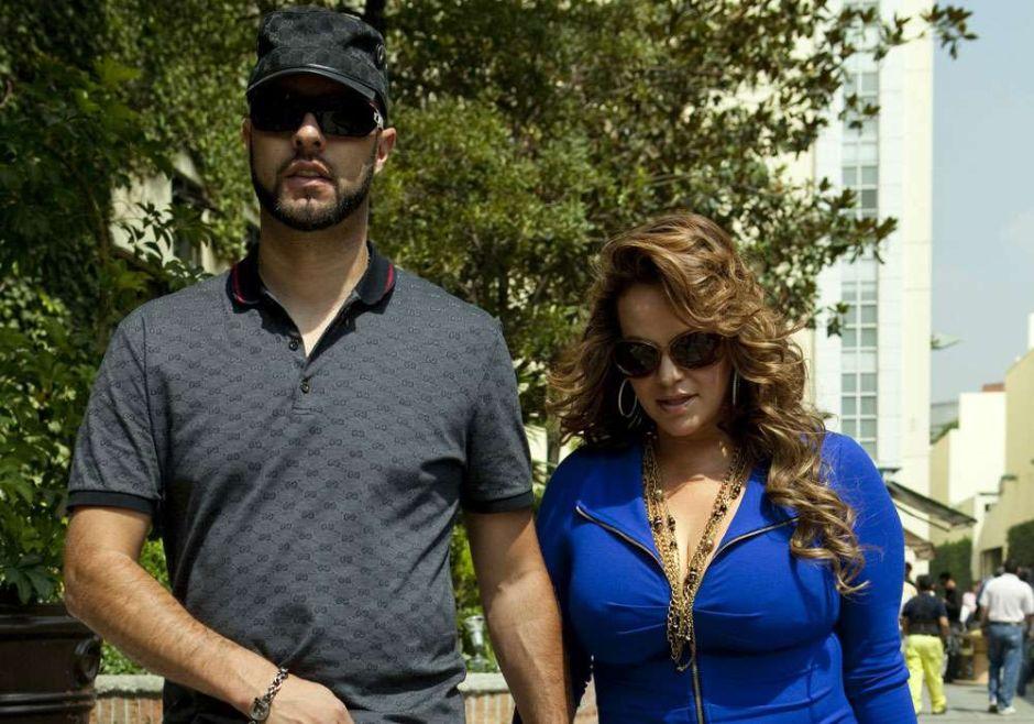 Se burlan del viudo de Jenni Rivera, Esteban Loaiza, por su delgadez y los errores en su mensaje de despedida
