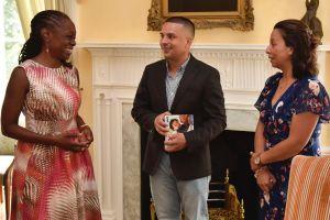 Pablo Villavicencio y su familia se reúnen con la primera dama de NYC