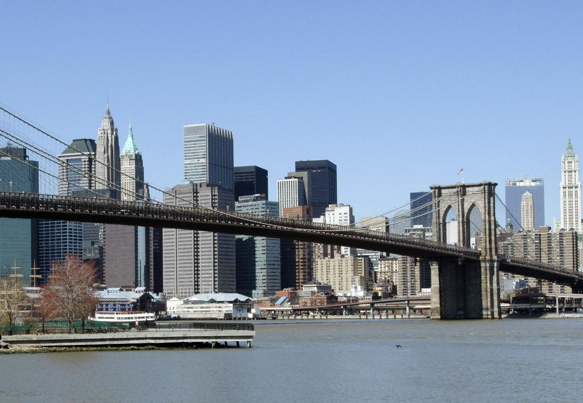 Turistas encuentran a bebé flotando en Bajo Manhattan
