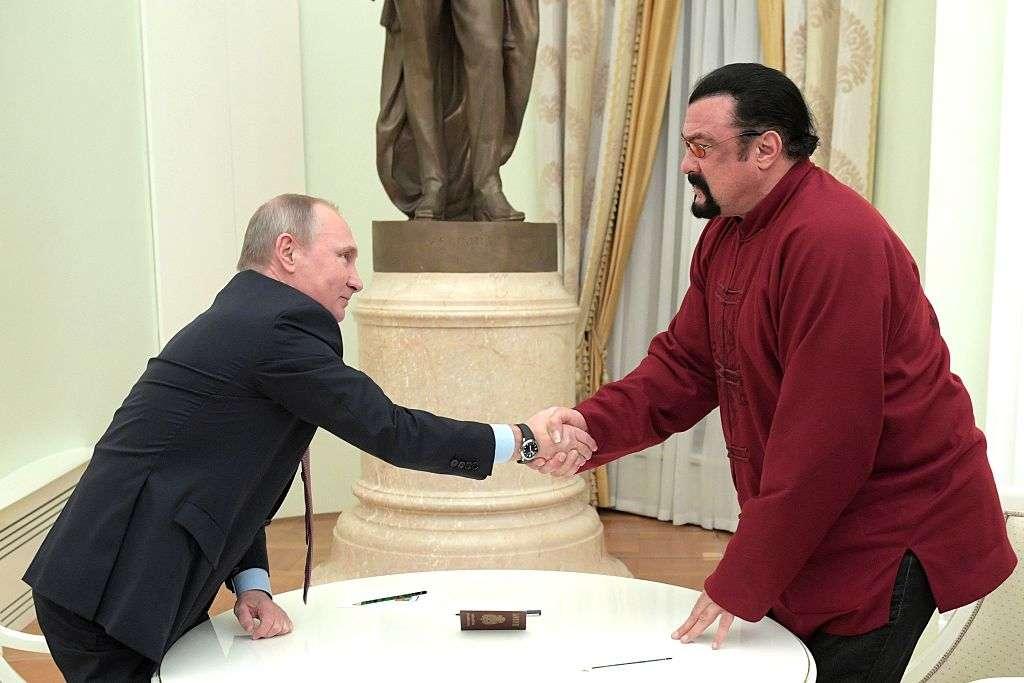 Vladimir Putin asigna a Steven Seagal una misión especial en Estados Unidos