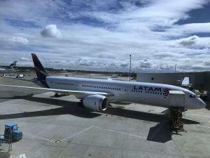 Avión de LATAM aterriza de emergencia en Perú por amenaza de bomba