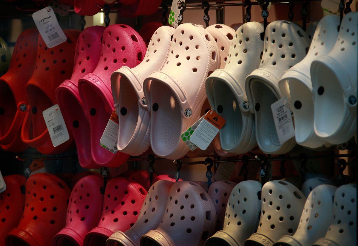 Crocs confirma cierre de plantas de producción en Italia y México