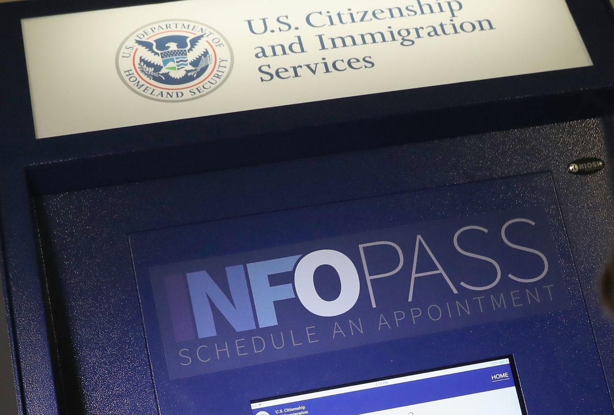 USCIS usará tablets para que inmigrantes hagan examen de inglés