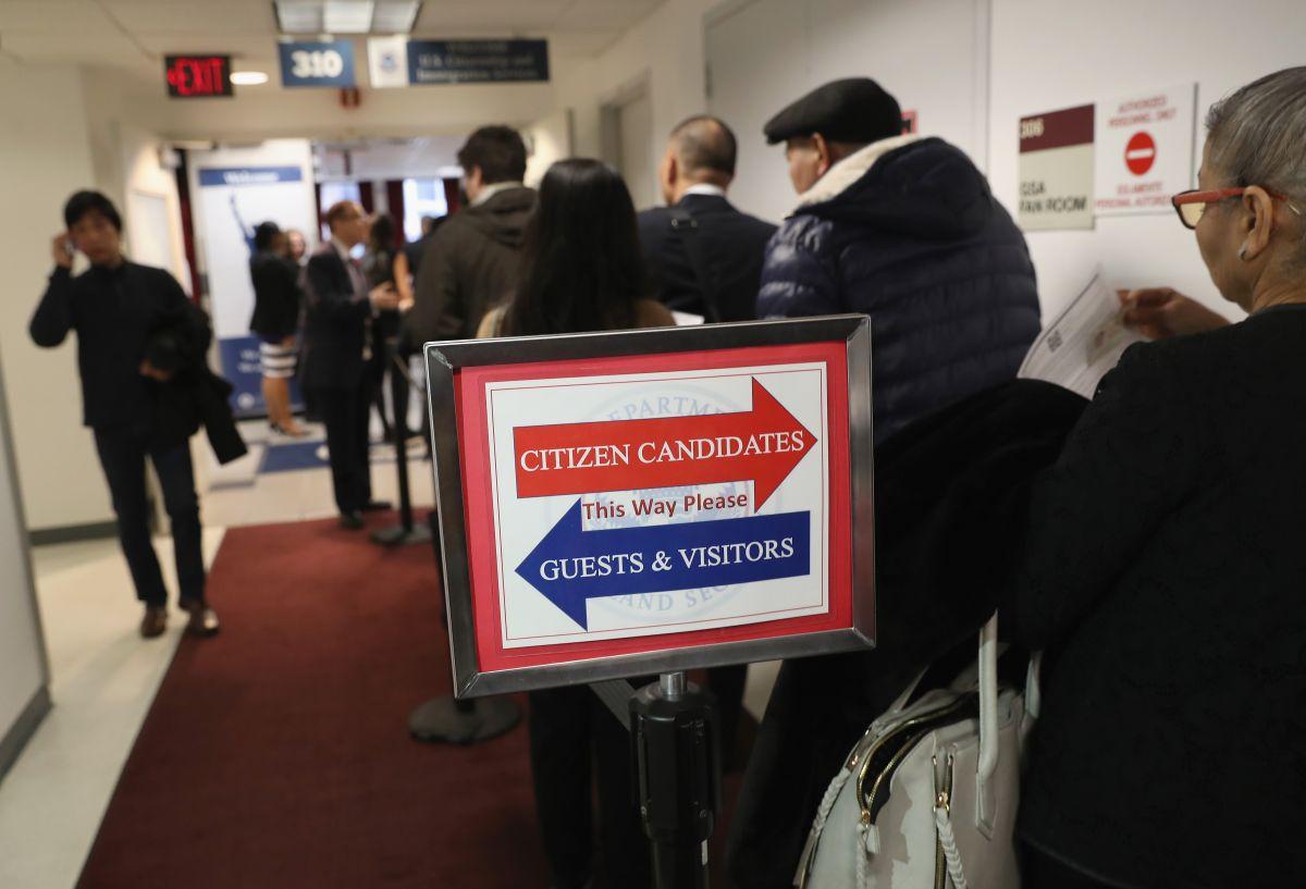 """El nuevo plan de Trump para complicar obtención de """"green card"""" y ciudadanía"""