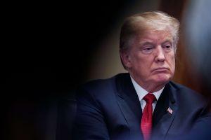 Mayoría de estadounidenses desaprueba la gestión de Trump, y la mitad apoya un juicio político en su contra