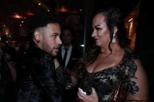 La mamá de Neymar salió en su defensa tras la polémica por aceptar fingir