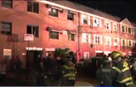 Dos niñas con lesiones graves por fuego desatado por una vela en casa de Queens