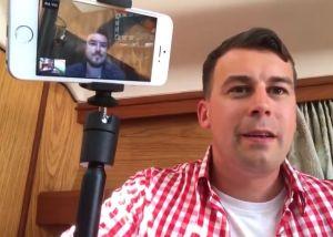 """VIDEO: Padre de supremacista blanco pone en ridículo a su hijo: """"¡Sal de mi habitación!"""""""