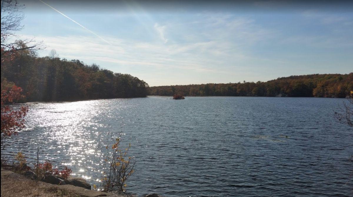 Dos adolescentes murieron ahogados en lago de NJ durante la tormenta