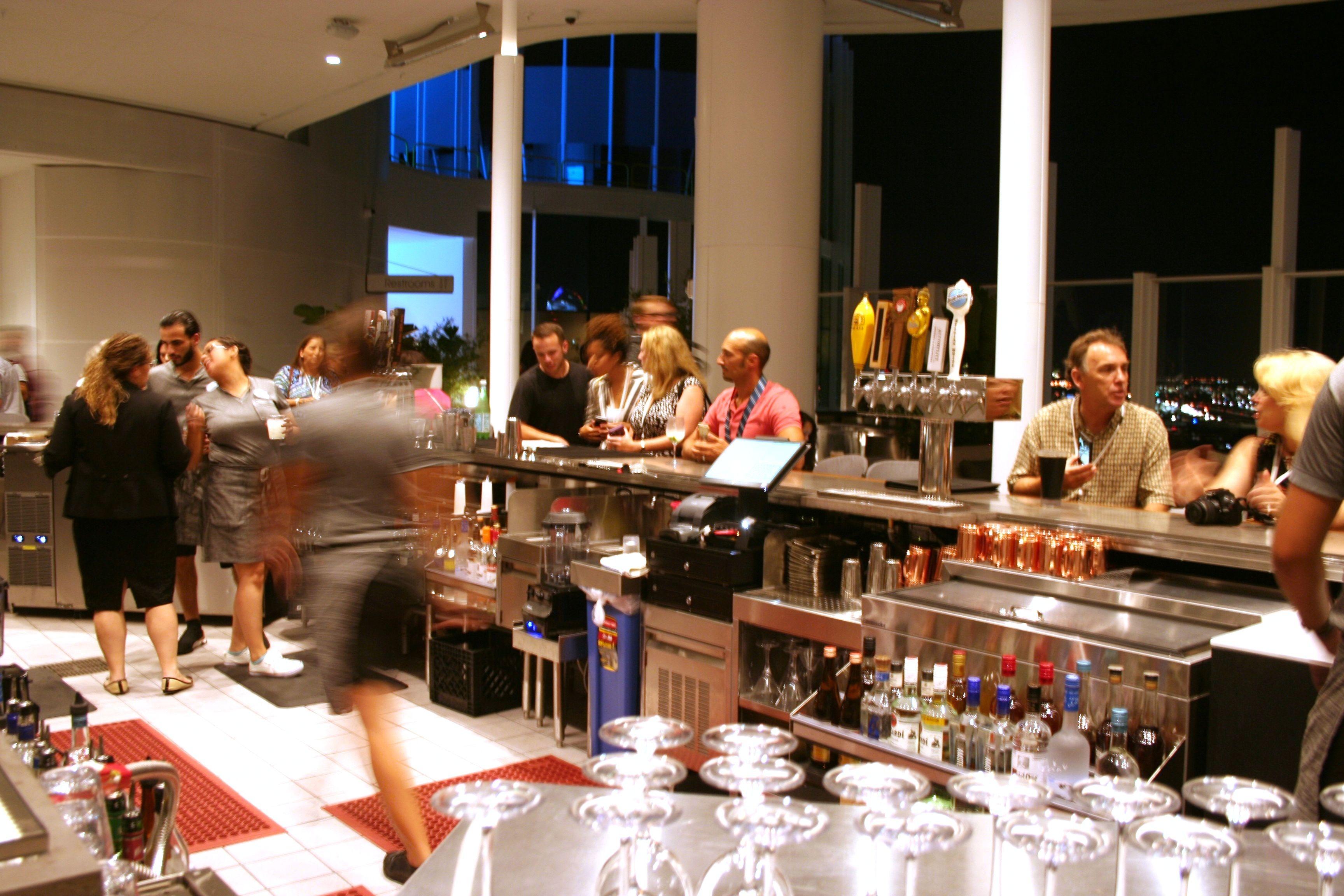 Primer rootop con bar y vistas 360 grados de Universal Orlando Resort
