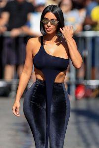 Kim Kardashian cuestiona la sexualidad de un modelo que insultó su trasero
