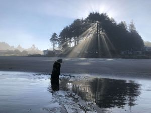 """VIDEO: El raro """"bosque fantasma"""" que es testigo de tsunamis en una playa de Oregón"""
