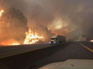 Incendio al norte de California cierra la Autopista Interestatal 5