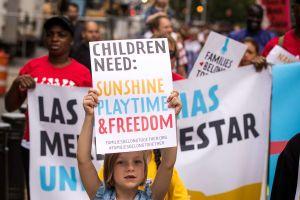 """Administración insiste en anular """"Acuerdo Flores"""" y defiende detención prolongada de niños inmigrantes"""