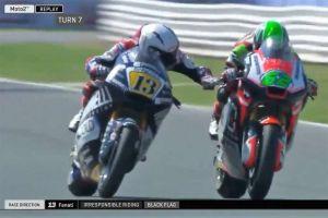 Insólito: Motociclista le aplica el freno a la moto de otro en plena recta