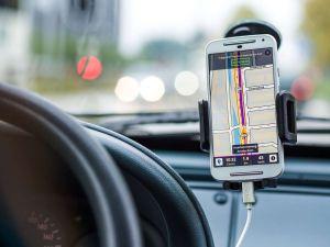 Estas son las apps que harán tu viaje en auto más placentero