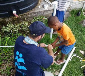 Organización israelí devuelve agua potable a pueblos afectados por María
