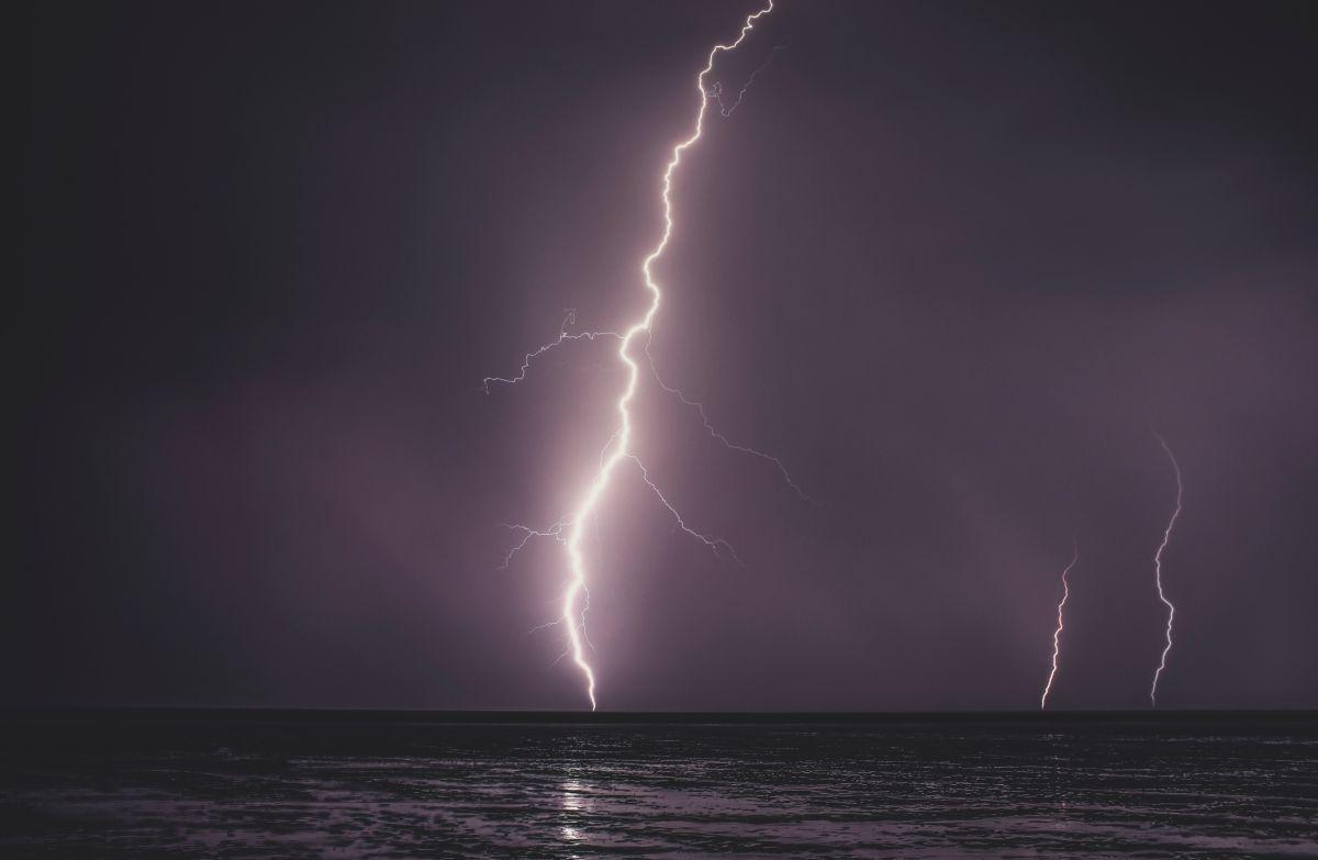 A hombre de Nueva York le cayó un rayo durante la tormenta
