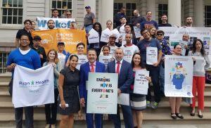 Piden a latinos trabajar juntos para derrotar el VIH/Sida
