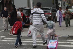 """Grupo de pediatras hispanos de NYC consideran que la apertura de escuelas """"no es 100% segura"""""""