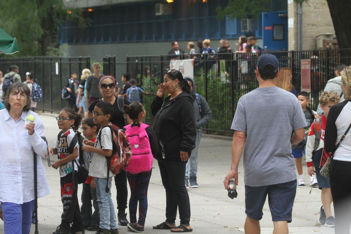 Estudiantes neoyorquinos regresan a la escuela con nuevos retos