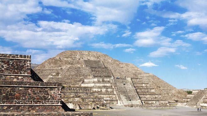 La cámara recién descubierta tiene 15 metros de diámetro y se encuentra a una profundidad de 8 metros debajo de la Pirámide de la Luna.