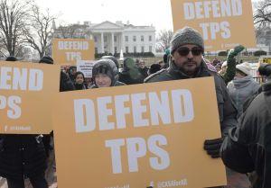 "Defensores de inmigrantes lamentan ""día oscuro"" para beneficiarios de TPS tras revés de tribunal"