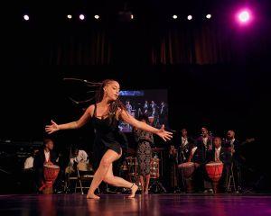 Bailes y repique de tambores en El Bronx