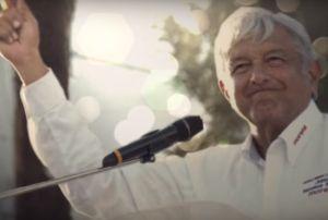 AMLO presume premio a su campaña presidencial y comparte canción de su esposa Beatriz