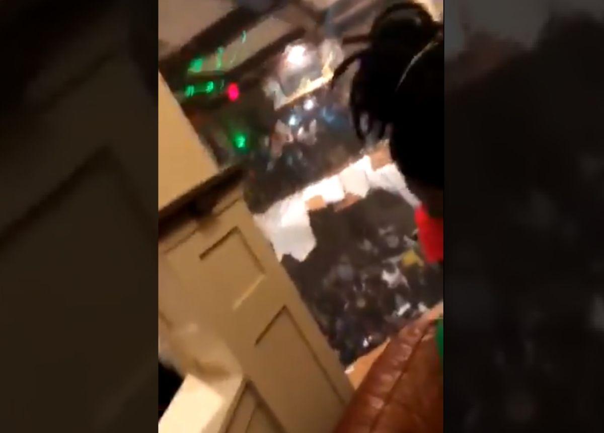 Jóvenes bailaban y saltaban en fiesta hasta que ¡se colapsó el piso!