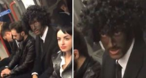 """El disfraz """"racista"""" que alborotó a una pasajera del Metro en Londres"""