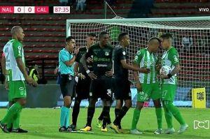 El colombiano Dayro Moreno recibió un cabezazo ¡de su propio compañero!