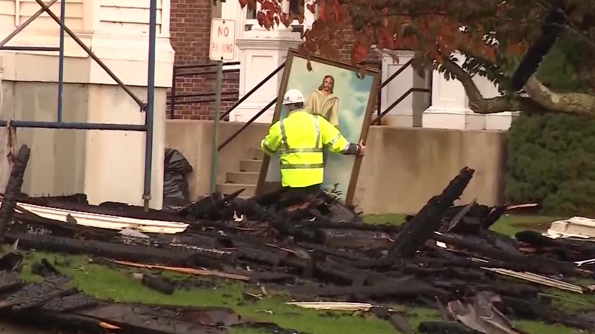 Pintura de Jesucristo sobrevive un incendio en Iglesia de Massachusetts