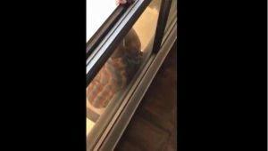 Video: Empleada doméstica cae desde séptimo piso mientras su jefa la grababa
