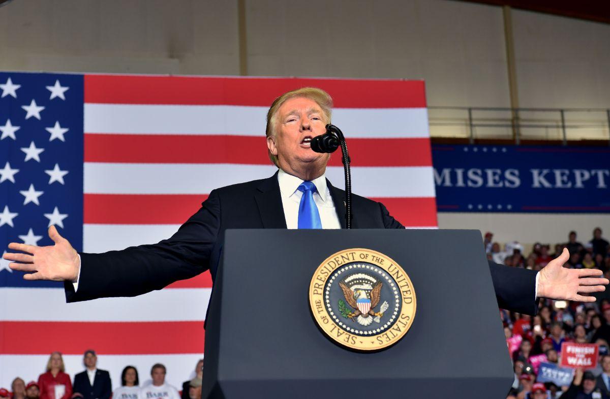 ¿Podrá nuevo proyecto para financiar el Muro Fronterizo salvar a Trump antes de las elecciones?